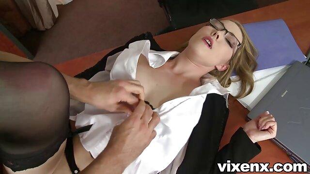 milf دفتر جولیا آن یک دیک را می مکد و چهره ای گرم و چسبناک پیدا کلیپ فیلم سوپر می کند